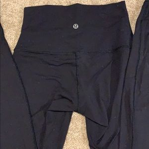 Lululemon Wunder Under High Rise in Black: size 4